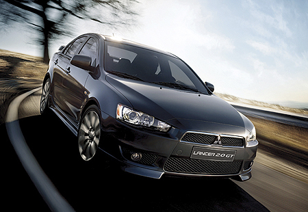 mitsubishi-lancer20-gt-blackinscene.jpg